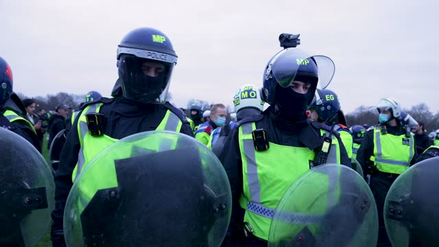 """police clash with protesters on march 20, 2021 in london, england. """"world wide rally for freedom"""" protests, with apparent links to the qanon... - weekend activities stock videos & royalty-free footage"""