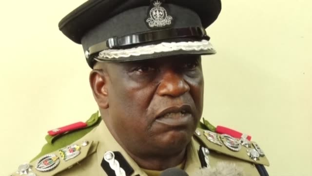 police commander in dar es salaam holds a press conference on the subject of the arrest of reporter erick kabendera known as an outspoken critic of... - critic stock videos & royalty-free footage