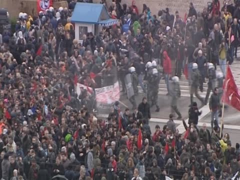 police confrontations during protests in greece against austerity measures - ユーロ圏債務危機点の映像素材/bロール