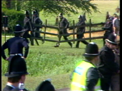 police controlling strikers and picket lines first use of riot gear against miners orgreave coking plant 29 may 84 - streikposten stock-videos und b-roll-filmmaterial