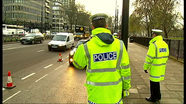 police crackdown on drink driving in london england london park lane ext police officers pulling over car in road as part of a drink drive campaign... - alkoholtest stock-videos und b-roll-filmmaterial
