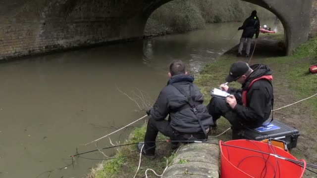 police divers search a canal near rugby, warwickshire, in a bid to locate the body of a young mother who disappeared in coventry almost 30 years ago.... - コベントリー点の映像素材/bロール