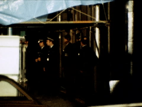 police escort the freed hostages from the spaghetti house restaurant after the kidnappers surrender 03 october 1975 - spaghetti video stock e b–roll