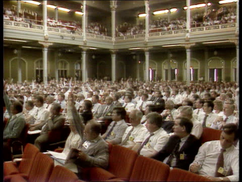 police federation vote on death penalty england scarborough tgv vote being taken at conference with a show of hands - 英国スカーブラ点の映像素材/bロール