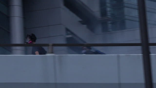 police firing blue-dyed water from a water cannon at protesters in hong kong - 放水砲点の映像素材/bロール