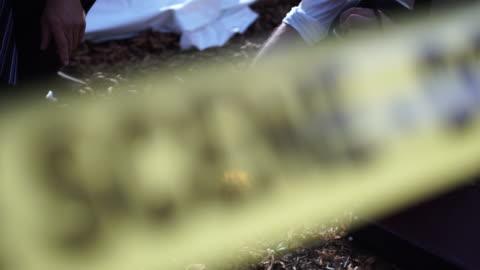 vídeos y material grabado en eventos de stock de la policía encontró una pistola de 4k - detective