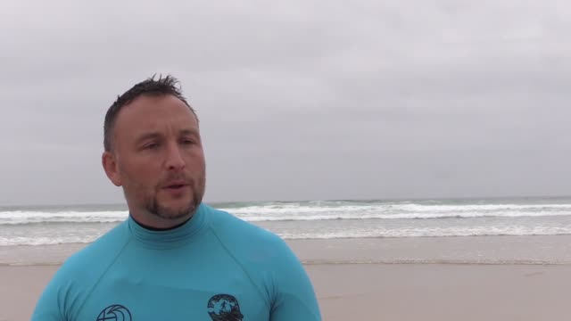 police have developed the first scheme of its kind that uses surf therapy as a treatment method for post-traumatic stress disorder, stress and mental... - maßkonfektion stock-videos und b-roll-filmmaterial