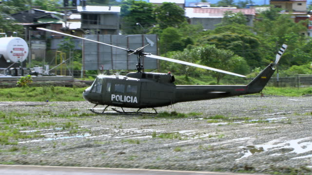 vídeos de stock e filmes b-roll de police helicopter on ground in colombia - military
