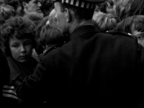 vídeos de stock e filmes b-roll de for 'the beatles' newcastle ms police hold back crowd girl taken out ms girl carried off cms girl crying taken off by policewoman from the vast crowd... - the beatles