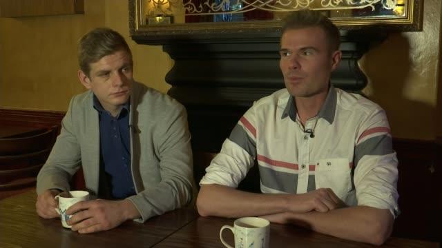 vídeos de stock e filmes b-roll de police hunt men over homophobic attack on londonbound train t23021721 / tx phillip poole interview sot - homofobia
