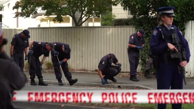 police in christchurch new zealand searching for evidence after a white supremacist terrorist murdered 50 people after attacking two mosques - christchurch stock-videos und b-roll-filmmaterial