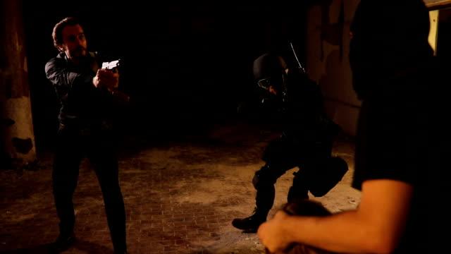 警察は人質の状況 - 誘拐事件点の映像素材/bロール