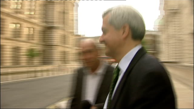 police investigate claims that chris huhne dodged speeding penalty points; england: london: ext chris huhne mp from building to car as asked... - クリス ヒューン点の映像素材/bロール