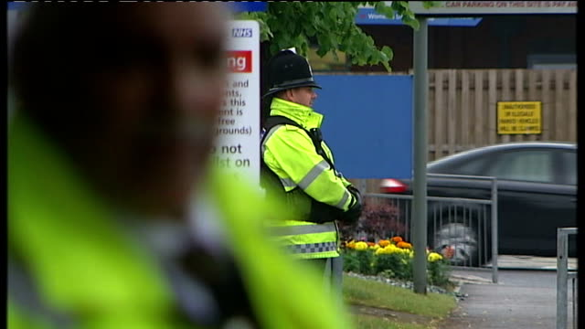 police investigating fourth death at stockport hospital make new arrest date unknown stockport ext police officers outside hospital hospital staff... - stockport bildbanksvideor och videomaterial från bakom kulisserna