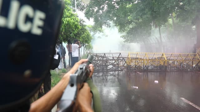 police lobbed several tear gas canisters and used water cannons as left wing students march in the street towards the supreme court to protest in... - bombola video stock e b–roll