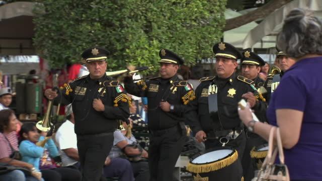 vídeos y material grabado en eventos de stock de police marching band in yucatán, mexico - mérida méxico