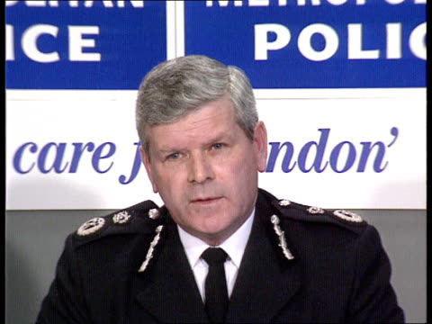 police murder scotland yard cms det chief supt bill hatfull pkf sof morrison seen chasing man/ no further information at the moment ms police press... - aldwych stock videos and b-roll footage