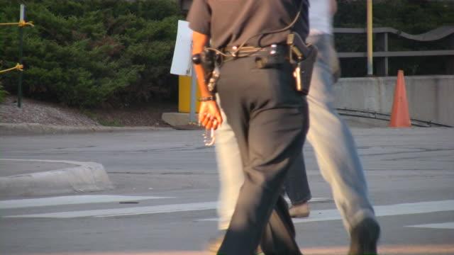 police officer control traffic on crosswalk - ansvar bildbanksvideor och videomaterial från bakom kulisserna
