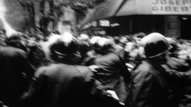 vidéos et rushes de ms, shaky, b&w, police officers among people demonstrating on street, europe - violence