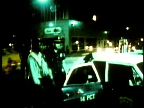 police officers arresting black man on city street at night/ usa/ audio - autorità video stock e b–roll