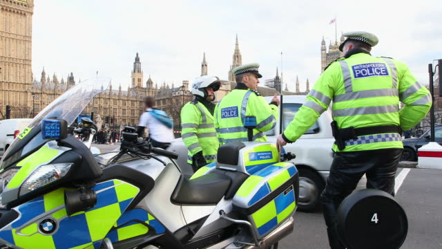 ws police officers at city of westminster / london, england, united kingdom - forze di polizia video stock e b–roll