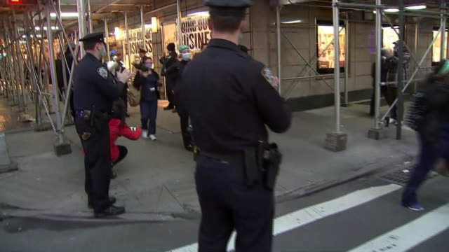 police officers clap for medical workers in new york city during the covid-19 pandemic. - admiration stock videos & royalty-free footage