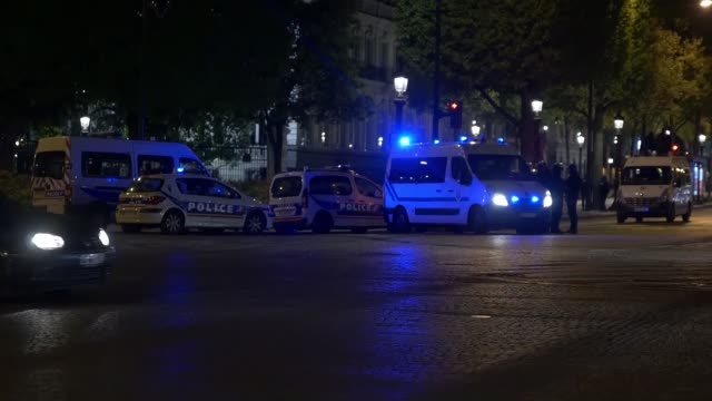 police officers cordon off the area after a gunman attacked killing a police officer at champs elysees in paris france on april 20 2017 one police... - terrorism bildbanksvideor och videomaterial från bakom kulisserna