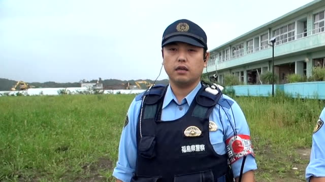 police officers from throughout japan dispatched to fukushima prefecture following the great east japan earthquake and tsunami of 2011 were given a... - 警察点の映像素材/bロール