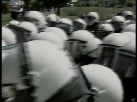 police officers in riot gear control the crowd during protests in heiligendamn germany during the 2007 g8 summit - (war or terrorism or election or government or illness or news event or speech or politics or politician or conflict or military or extreme weather or business or economy) and not usa stock-videos und b-roll-filmmaterial