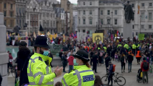 police offices look on as a large group of protesters demonstrate in trafalgar square during a kill the bill protest on may 1, 2021 in london, united... - square stock videos & royalty-free footage