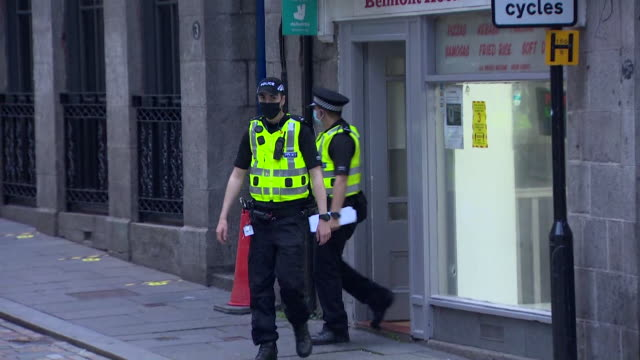 police on patrol in aberdeen to enforce a local lockdown in the city after they see a spike in coronavirus cases - aberdeen schottland stock-videos und b-roll-filmmaterial