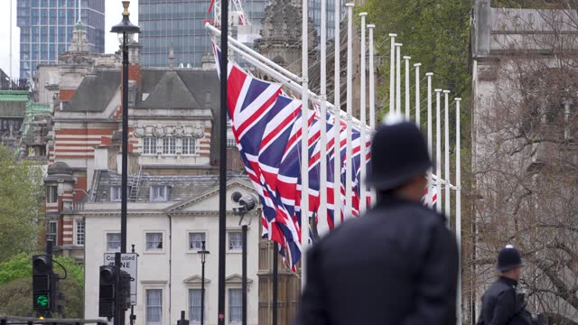 police on whitehall ahead of the state opening of parliament at downing street on may 11, 2021 in london, england. - politics and government stock videos & royalty-free footage