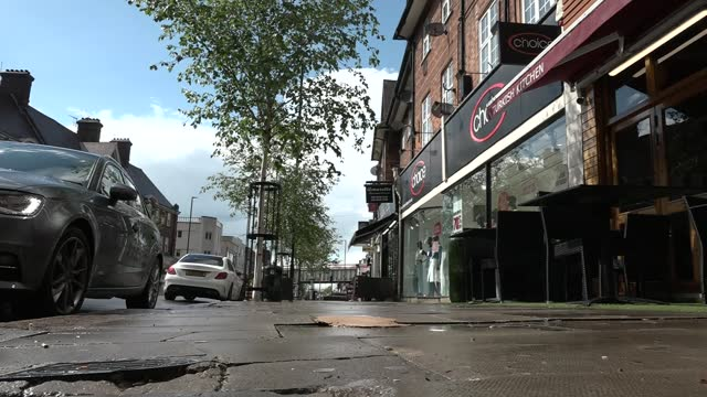 police patrolling area of north london where antisemitic abuse took place; england: london: golders green: ext various of police officers, wearing... - 反ユダヤ主義点の映像素材/bロール