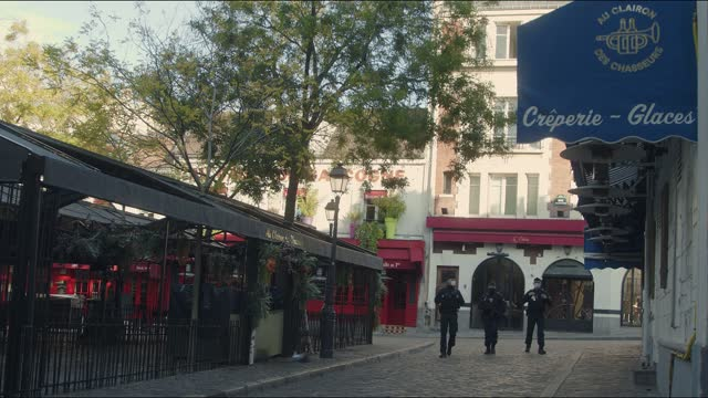 police patrolling place du tertre in montmartre during the coronavirus lockdown - basilica stock videos & royalty-free footage