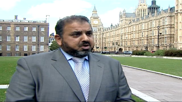 vídeos y material grabado en eventos de stock de police questioning 14 men arrested in raids / searching sussex islamic school london westminster reporter along with lord ahmed of rotherham lord... - east sussex