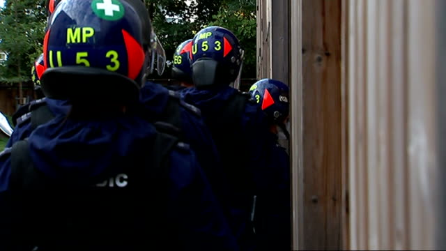 police raids across london ahead of notting hill carnival england london ext police officers along street police officers entering house and shouting... - lambeth stock-videos und b-roll-filmmaterial
