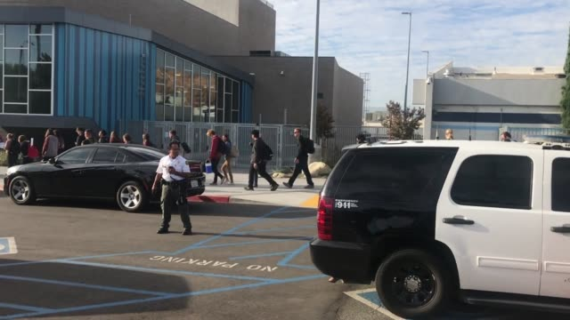 police react after reports of an active shooting at saugus high school in santa clarita - santa clarita video stock e b–roll