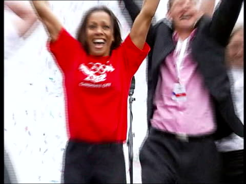 reforms / blair keynote speech file / tx england london trafalgar sqaure ext gvs crowds and kelly holmes celebrating london being awarded the 2012... - 2012年ロンドン夏季オリンピック点の映像素材/bロール