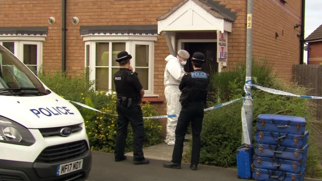police respond to disturbance at wythenshawe address where toddler was killed england greater manchester wythenshawe ext various shots police cordon - itv weekend evening news点の映像素材/bロール