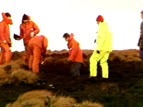 police search the yorkshire moors for the missing bodies of the victims of murderers ian brady and myra hindley - psychopathy stock videos and b-roll footage