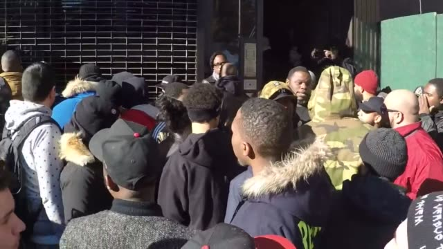 vídeos de stock, filmes e b-roll de police shut down the grand opening of bostonbased concepts boutique in manhattan after patrons in line broke out into a fight over entry on sunday... - tênis calçados esportivos