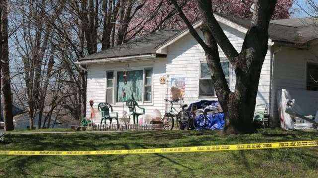 stockvideo's en b-roll-footage met police tape secures the crime scene at the home of 15-month-old shaylyn ammerman at 489 jefferson street in spencer, ind., after her body was found... - afzetlint