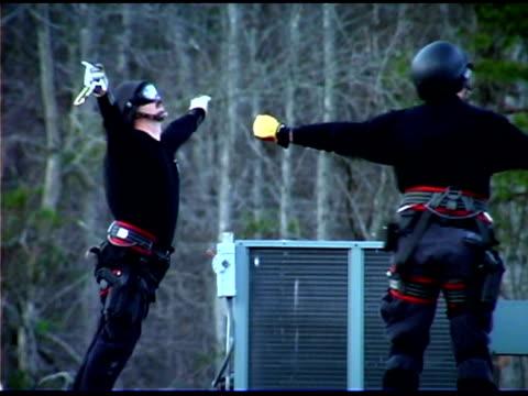 vídeos de stock e filmes b-roll de police training - só homens de idade mediana