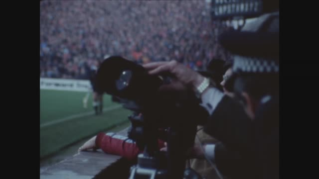 vídeos de stock, filmes e b-roll de police use cctv to scan crowd for football hooligans itn villa park play pan to binoculars held by officer and closed circuit tv camera manned by... - câmera de televisão