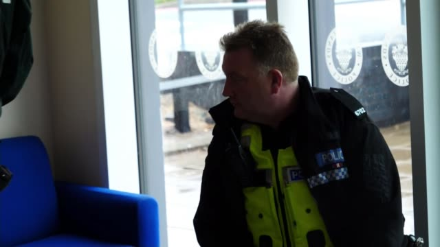stockvideo's en b-roll-footage met police watchdog reports than forces overstretched by mental health callouts birmingham uk police and paramedics interviewed on dealing with mental... - triage