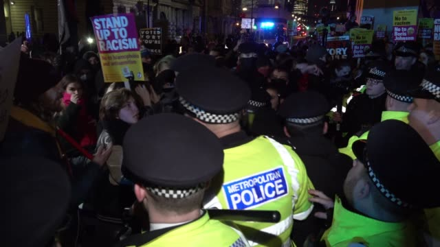 police wield batons as scuffles break out with antiracism protestors opposite downing street on the first night of boris johnson regaining his role... - politica video stock e b–roll