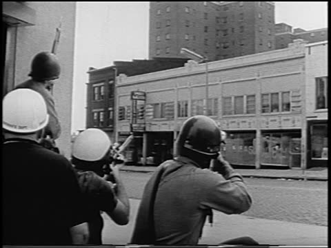 police with rifles shooting at building across street / newark riots, new jersey - 1967 bildbanksvideor och videomaterial från bakom kulisserna