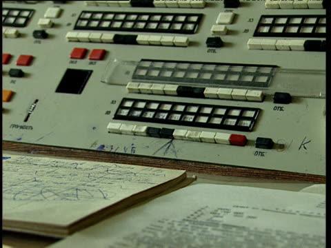vídeos y material grabado en eventos de stock de policeman operates antiquated telephone exchange in busy police control room tajikistan - técnico telefónico