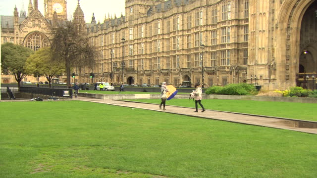 A policeman screaming at people to move after the Westminster terror attack
