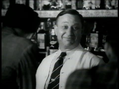 policeman standing outside building. adults playing pinball machine in bar. bartender smiling. people in bar dancing. patrolman waiting in dark. male... - 飲酒運転点の映像素材/bロール